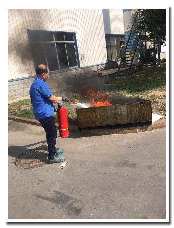 """6月15日,设备安全部组织""""触电事故现场处置方案应急演练"""""""
